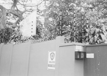 Елітний дитсадок за глухим парканом під електричним струмом, Дурбан