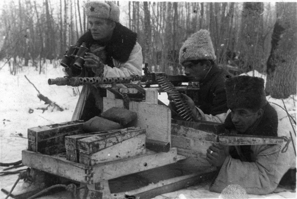 piccit_soviet_partisans_with_trophy_1286890070-1024x686